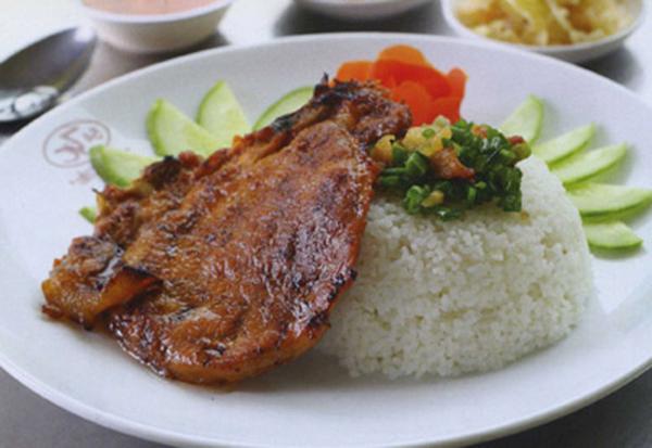 Steamed Rice Plate - Cơm Tấm
